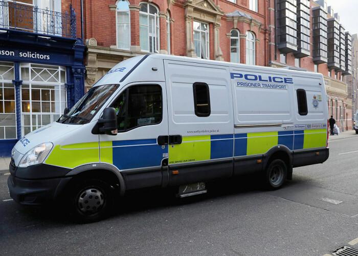 Un politist responsabil cu confiscarea drogurilor a fost prins cu 11kg de cocaina in casa! Nu o sa-ti vina sa crezi unde le ascunsese