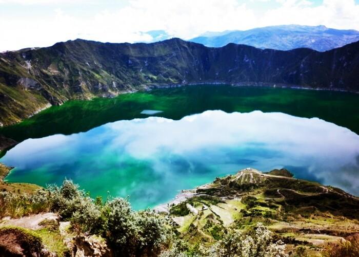 Cum arata unul dintre cele mai impresionante lacuri din LUME: Lacul vulcanic Quilotoa, din Anzii ecuadorieni! VIDEO