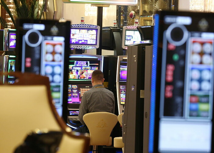 Un star din Premier League a pierdut 18 milioane de euro la casino si a trebui sa se mute intr-o casa mai mica