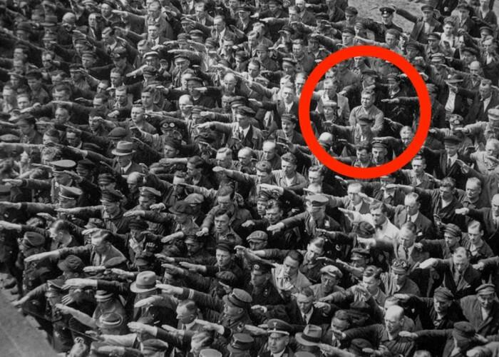 Povestea puternica si tragica a singurului om care a refuzat sa faca salutul nazist in fata lui Hitler