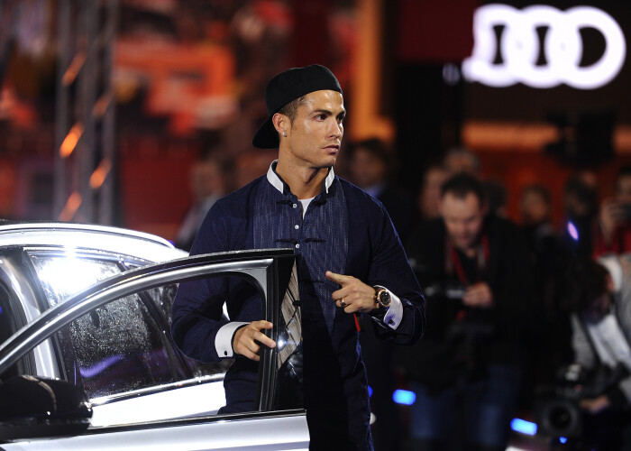 Ronaldo, Bale  Co au primit masini de 2.5 milioane euro. Zidane si-a ales cea mai tare masina din curtea Realului. Ce model va conduce