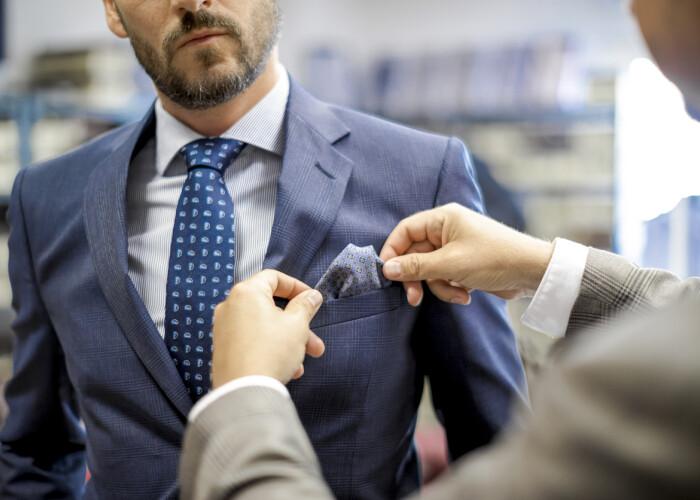 Dilema zilei (și a serii): papion sau cravată?