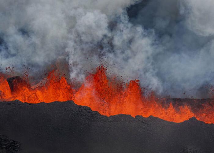 Imaginile sunt senzationale: Eruptia unui vulcan, surprinsa cu ajutorul unei drone! VIDEO