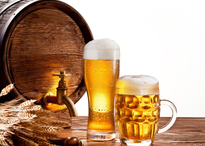 Romanii prefera berea blonda si considera bautul mai multor beri o dovada de masculinitate