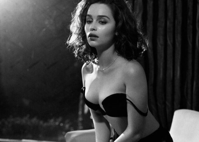Emilia Clarke a fost desemnata cea mai sexy femeie in viata de revista Esquire