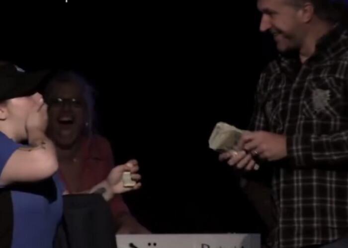 Gest impresionant al unei Biserici. De ce i-au lasat fetei 1.046 de dolari pentru o pizza