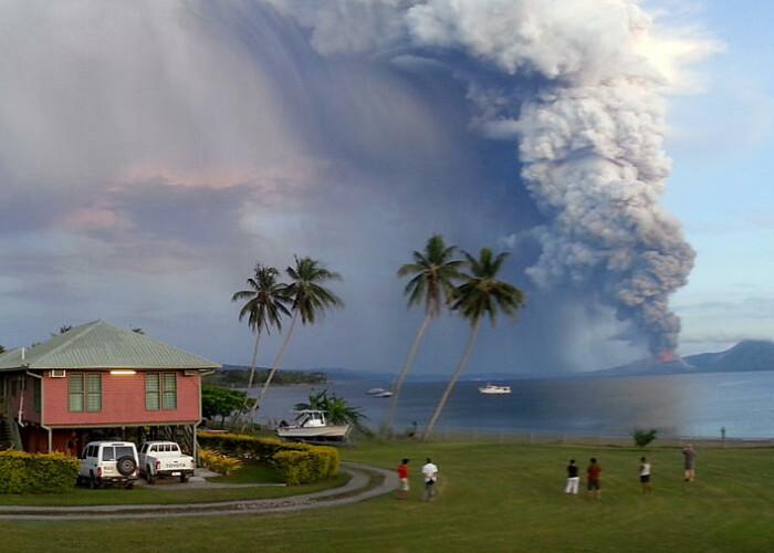 Peste 8.000.000 de oameni au vazut clipul: Eruptia unui vulcan, surprinsa de un turist! VIDEO