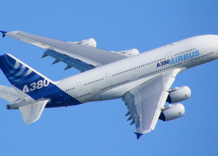 Cum este asamblat cel mai mare avion din lume! VIDEO