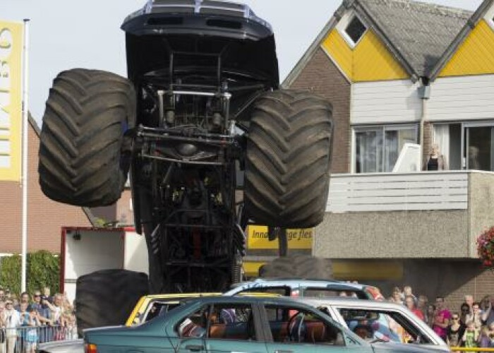 Un monster truck a accidentat mortal 3 oameni in Olanda, in timpul unei demonstratii! VIDEO