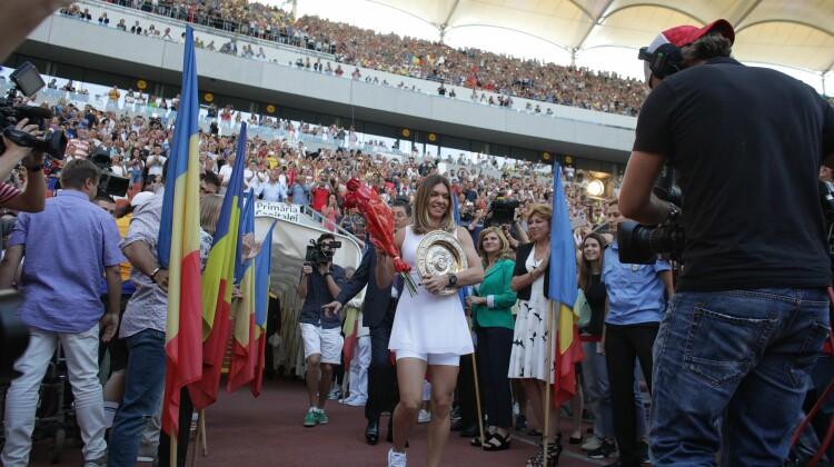 Simona Halep a prezentat trofeul de la Wimbledon pe Arena Națională