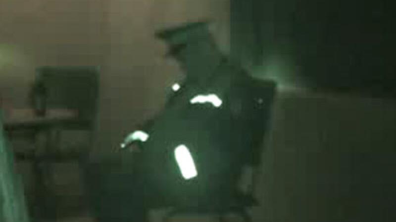 Politist cazut la datorie in discoteca!
