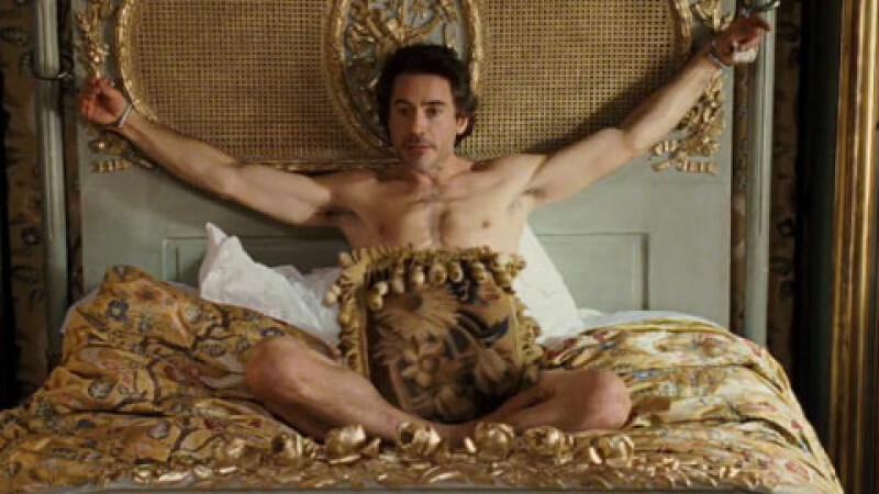 Фото мужчина прикован к кровати