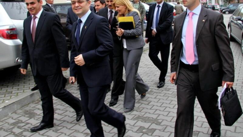 PDL sustine ca cei care l-au huiduit pe Boc au fost adusi de PSD