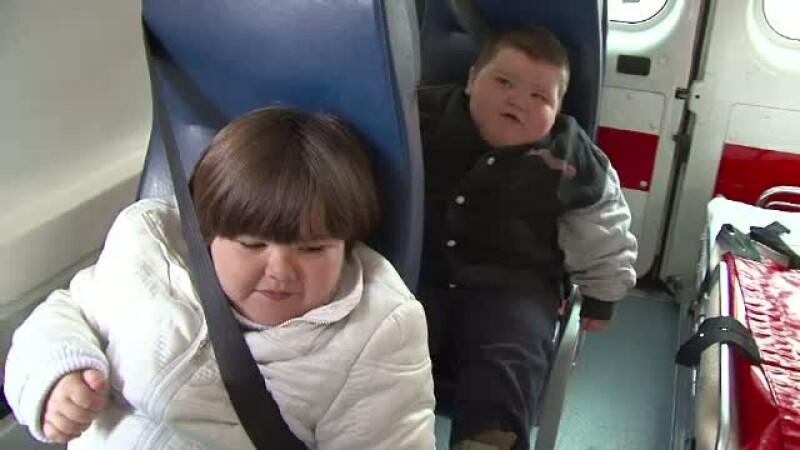 Cei trei frati diagnosticati cu obezitate morbida au o sansa la o viata normala. Cum poti sa-i ajuti