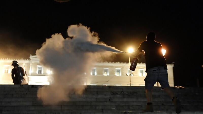 Manifestatii si reactii politice in Grecia, dupa sinuciderea unui batran in centrul Atenei