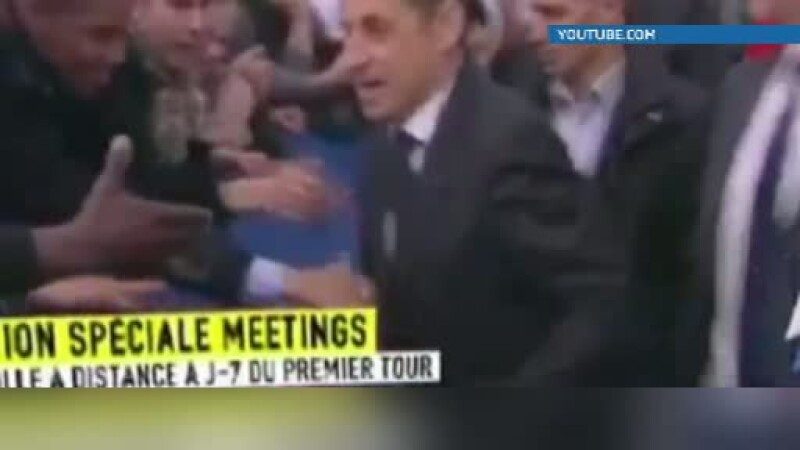 Efectul Bush: Sarkozy si-a pus ceasul de 55.000 de euro in buzunar inainte sa faca o baie de multime