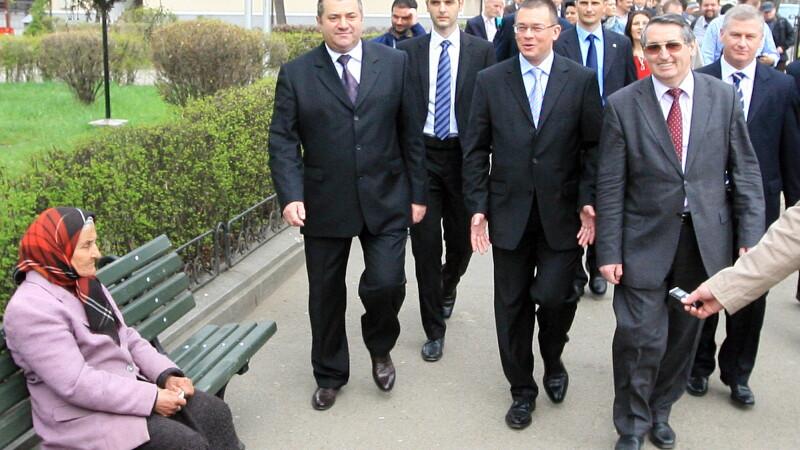 Premierul Ungureanu a plecat in