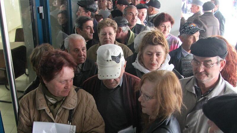Imbranceli intre pensionari la Tribunalul Arges. Jandarmii au intervenit pentru a aplana scandalul