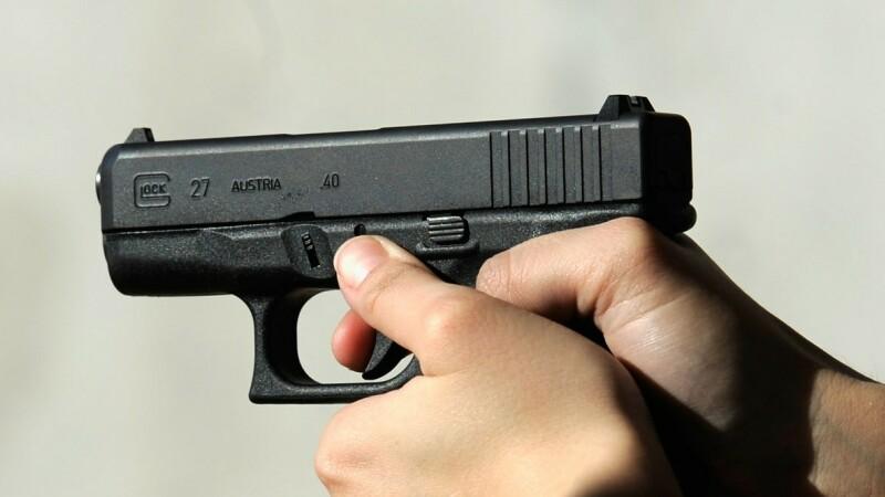Pistol decent