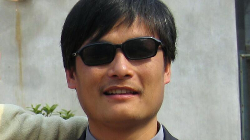 Inca un SCANDAL mare in China. Unul dintre cei mai cunoscuti disidenti, Chen Guangcheng, a evadat