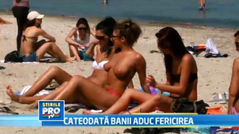 fete la plaja, topless