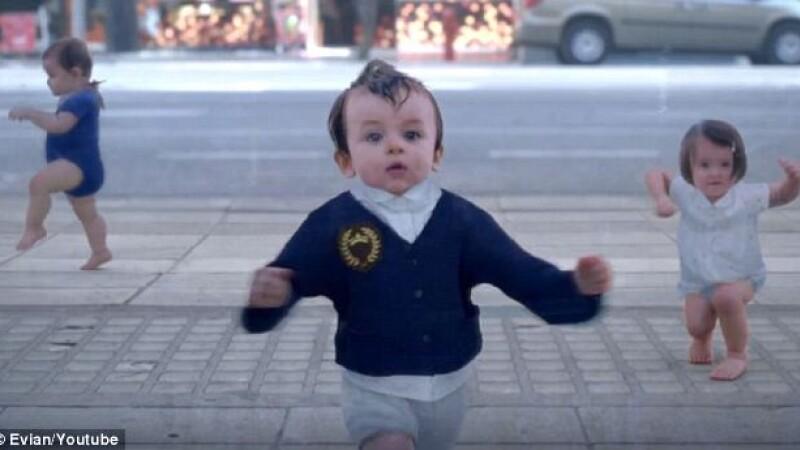 reclama Evian, bebelusi
