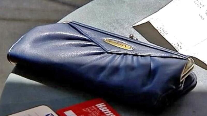 O femeie din SUA si-a recuperat portofelul dupa 23 de ani. Ce a gasit in el. FOTO