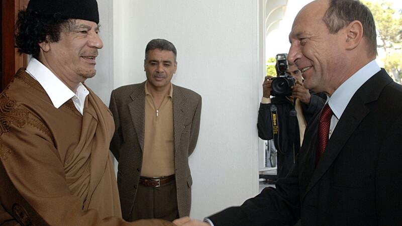 Traian Basescu si Muammar Ghaddafi