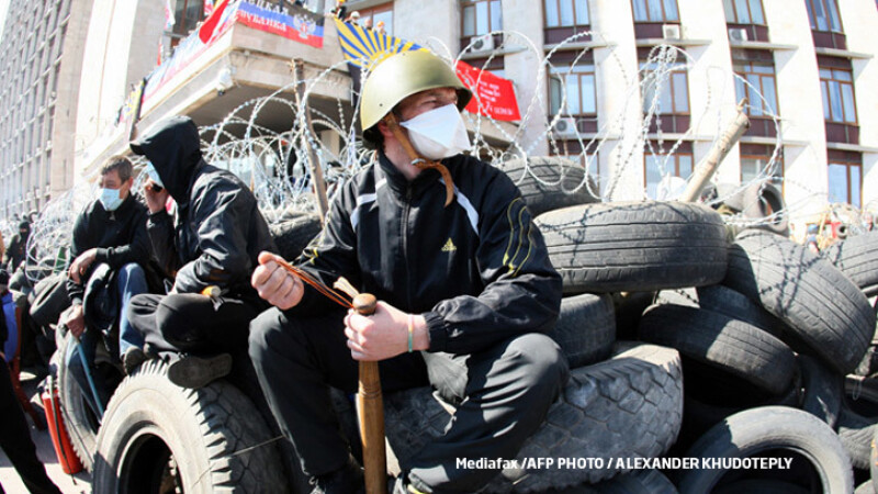 militanti pro-rusi in Donetk