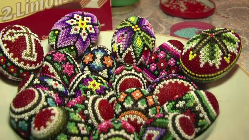 Ouale decorate cu margele
