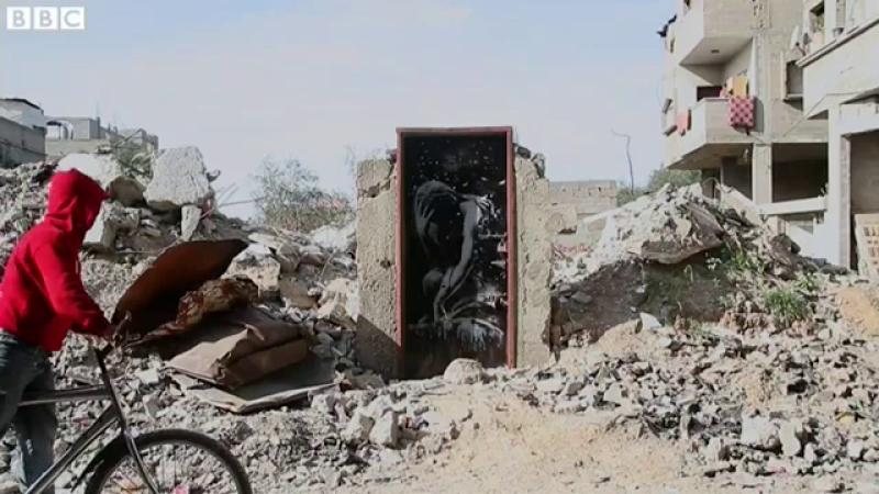 Un barbat din Gaza a vandut o opera a lui Banksy pentru mai putin de 200 de dolari.