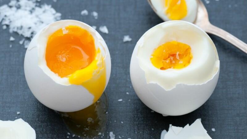 Doua mituri despre oua desfiintate de cercetatori. Cate pot fi consumate pe saptamana si ce culoare trebuie sa aiba coaja