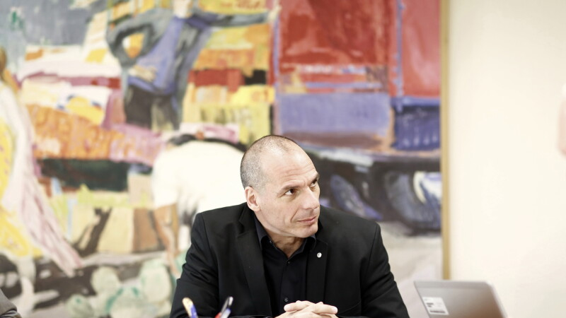 Ministrul de Finante al Greciei a fost atacat intr-un restaurant. Oficialul elen a fost salvat chiar de nevasta sa