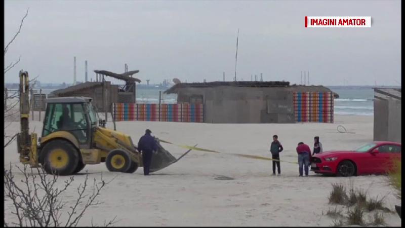 Un sofer teribilist a intrat cu masina de lux pe o plaja din Mamaia, dar a ramas blocat in nisip. Circul care a urmat