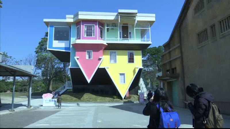 Casa cu susul in jos, creatia bizara a unor arhitecti din Taiwan care atrage turistii. Cum a fost amenajat interiorul