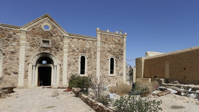 Comoara gasita printre ruinele unei manastiri distruse de ISIS in Siria. Ce continea un sarcofag vechi de sute de ani