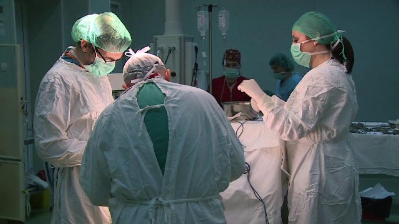 Premiera in Romania: medicii au facut prima operatie pe creier cu o pacienta treaza. Ce a facut femeia in timpul interventiei