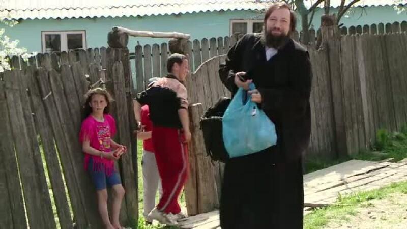 Un preot si-a propus ca, de Paste, sa ajute 500 de copii sarmani. Cum va puteti alatura demersului Parintelui Damaschin