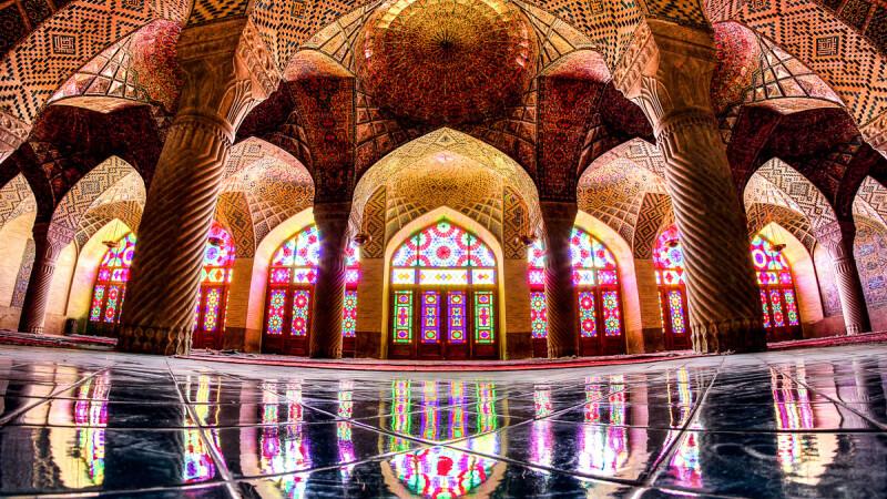 Moscheea Nasir Al-Mulk, cunoscuta si ca