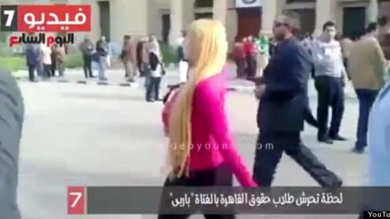 Ce se intampla cand o tanara imbracata in haine stramte intra intr-un campus din Egipt? Reactiile socante ale barbatilor
