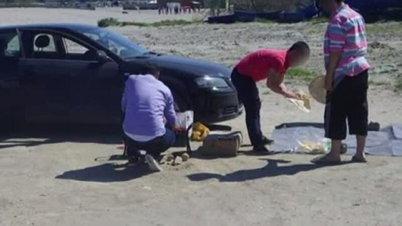 Trei tineri din Constanta, amendati pentru ca au facut un gratar chiar pe plaja. Cum au fost surprinsi