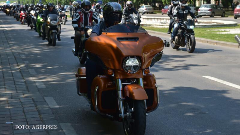 Parada a motocicletelor si campionat de drifting, in centrul Capitalei. \