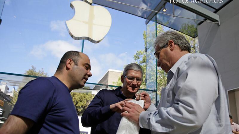 Tim Cook la sediul Apple