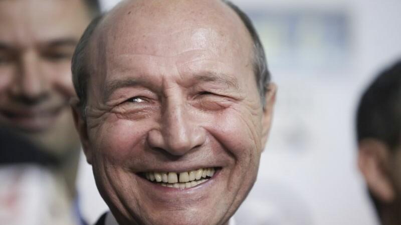 Băsescu: Dragnea şi Dăncilă, printr-un mimetism specific maimuţelor, cred că fac ce au făcut americanii
