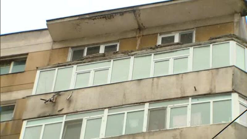 balcon cazut