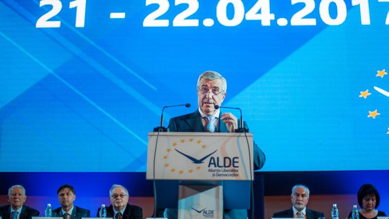 Copresedintele ALDE Calin Popescu-Tariceanu sustine un discurs in timpul congresului extraordinar al ALDE, desfasurat la Palatul Parlamentului din Bucuresti