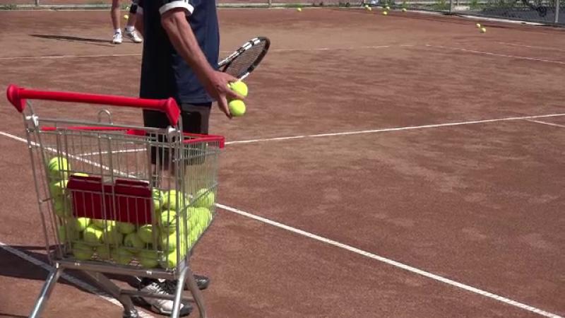 Antrenorul de tenis arestat dupa ce si-ar fi agresat sexual eleva de 11 ani, eliberat. Cum au primit vestea colegii sai