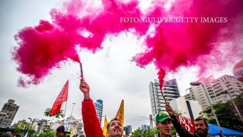 Un sofer a intrat in manifestanti, la cel mai mare protest din Brazilia din acest secol. Unde se grabea barbatul