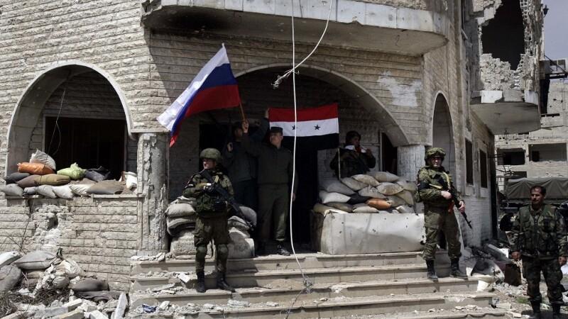 soldati rusi si sirieni in ghouta