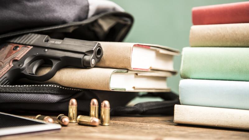 Un tânăr de 15 ani, descoperit înainte să comită un atac armat la un liceu din Budapesta
